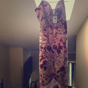 Woman's bodycon floral dress, size medium!